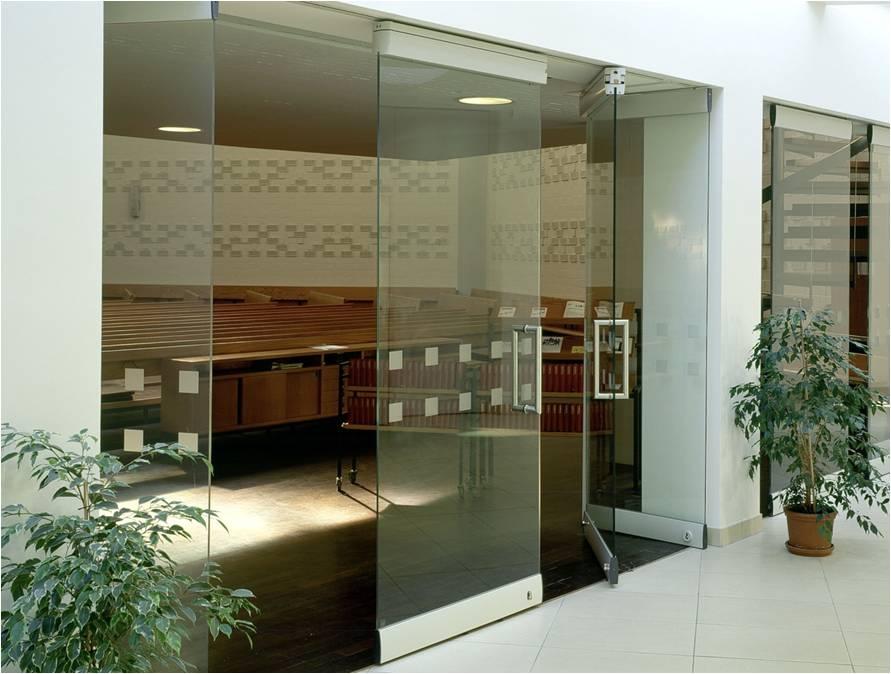 Modernfold movable glass walls
